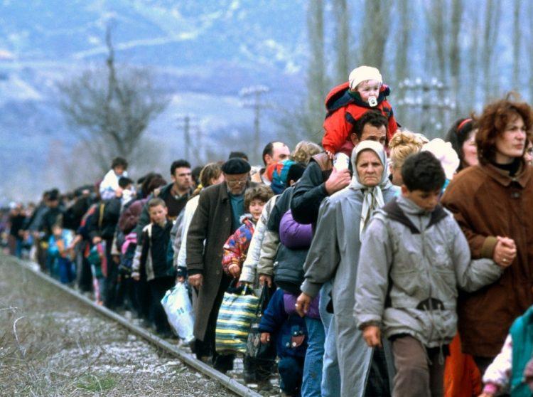 Refugiados-andando1